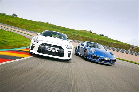 Porsche 911 Turbo Vs Gtr by Gt R Track Edition Vs 911 Turbo Bilder Autobild De