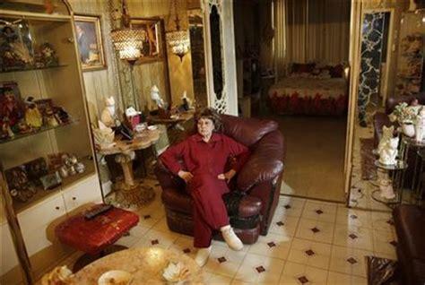manhattan ny little italy museum seeks to evict italian american grandma weasel zippers