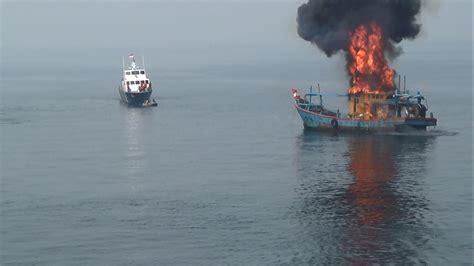 Jual Oleh Oleh Tempelan Kulkas Negara Indonesia presiden keluarkan perpres satgas iuu fishing mongabay co id