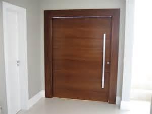 porta de madeira maci 231 a modelos e pivotantes construdeia