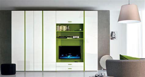 armadi con tv incorporata come scegliere l armadio per la da letto