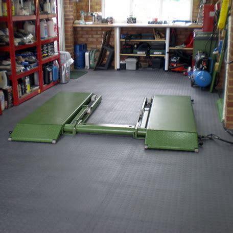 werkstatt bodenfliesen der schwimmend verlegbare pvc garagenboden