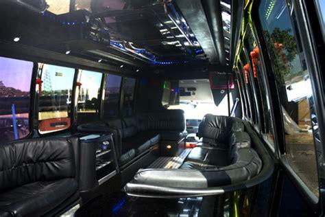 limousine interni noleggio disco limousine limobus 25 a persona