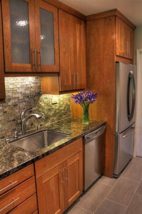 small kitchen design  cherry wood cabinets diseno de