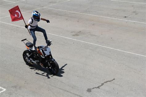 nefes kesen motosiklet goesterisi