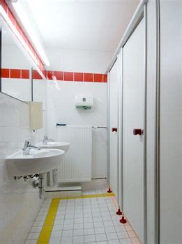hostel bathroom sex where to have sex in hostels hostel hookup hostel