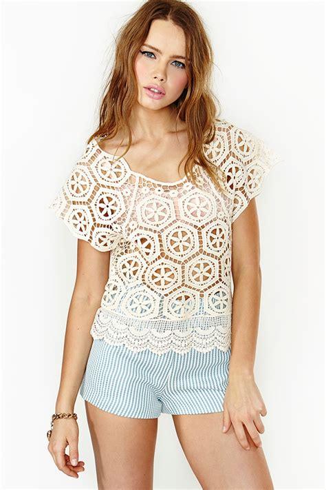inspiration crochet blouse black from crochetemoda i adore this nasty gal love fest crochet top in white lyst