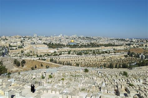 Of Mount Olive Mba Curriculum by Walking The Mount Of Olives In Jerusalem