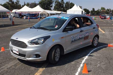 al volante ford ford habilidades de manejo para salvar vidas en el