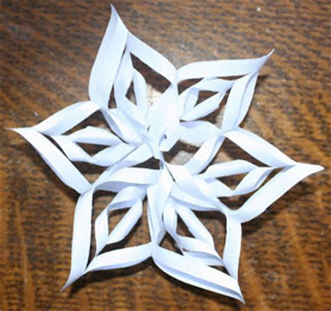 How To Make A Small Paper Snowflake - barefoot daydreams 3d paper snowflakes