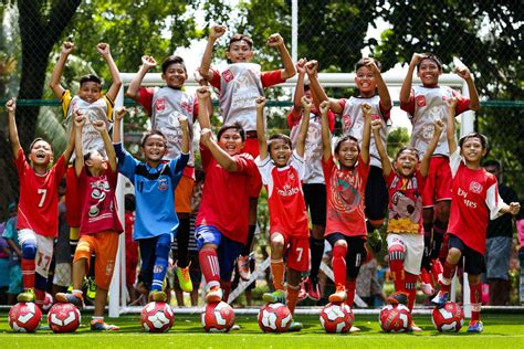 arsenal indonesia facebook arsenal legend opens pitch in indonesia news arsenal com