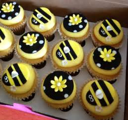 Bee Decorations For Cakes by Best 25 Bumble Bee Cupcakes Ideas On Bee Cupcakes Bumble Bee Cake And Bee Cakes