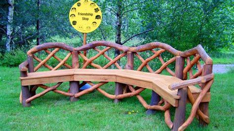 panchina in legno fai da te idee giardino fai da te ecco come arredare l esterno con