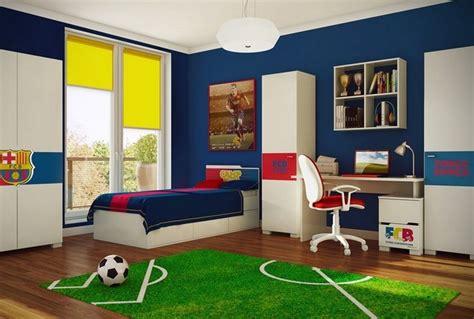Superbe Idee Deco Chambre Garcon 5 Ans #1: d%C3%A9co-chambre-gar%C3%A7on-tapis-terrain-football-peinture-bleu-marine.jpg