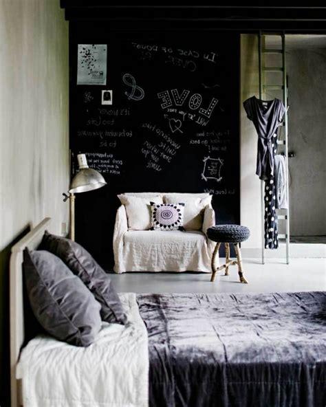 schwarzes und graues schlafzimmer einrichten mit farben schwarze wandfarbe und schwarze