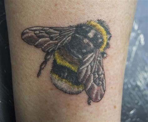 bees tattoo designs bee ideas and bee designs page 3