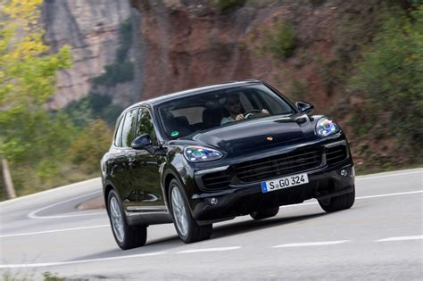 porsche cayenne 2014 facelift porsche cayenne 2014 facelift pictures auto express