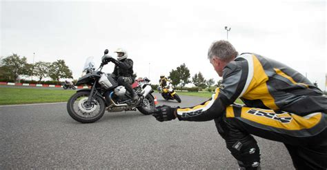 Motorrad Fahren Enge Kurven by Aktiv Training Motorrad Fahrtechnik