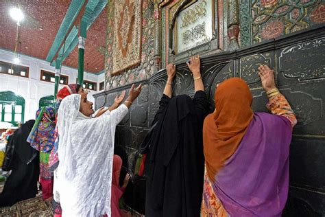 Mba In Islamic Kashmir by Outlook India Photogallery Muslim