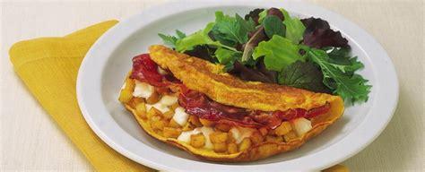 cucinare omelette omelette con patate e speck sale pepe