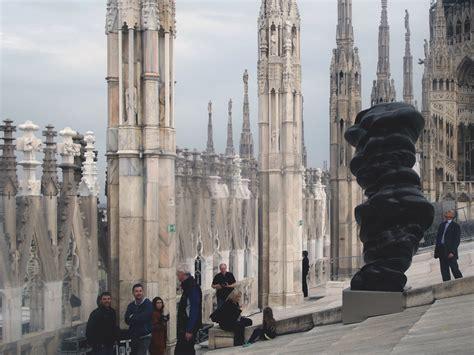 duomo di terrazze le sculture di tony cragg sul tetto duomo di