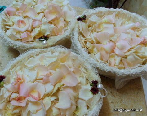 petali di fiori per matrimonio cestini di petali e riso fiori matrimoni fiorista