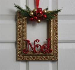 picture frame christmas wreath gold green and red