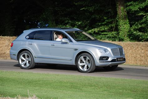 bentley bentayga silver file silver bentley bentayga 2 jpg wikimedia commons