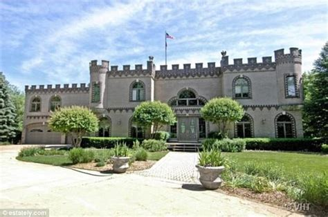 small houses that look like castles want to live like a king the american castle homes you