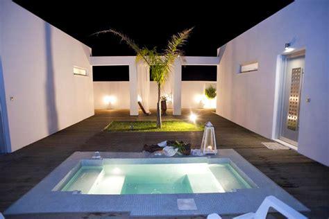 hotel con vasca idromassaggio in cania white suite of ktima reveli in kalathas thehotel gr