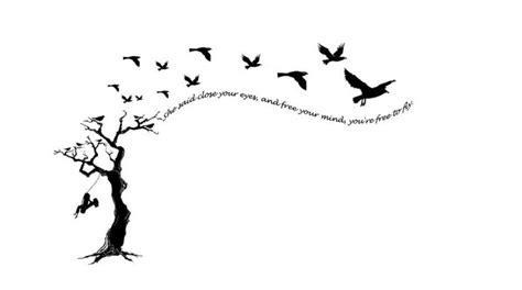 Moment Silhouette Original Bpom dessin arbre femme a tatouer avec phrase et oiseaux