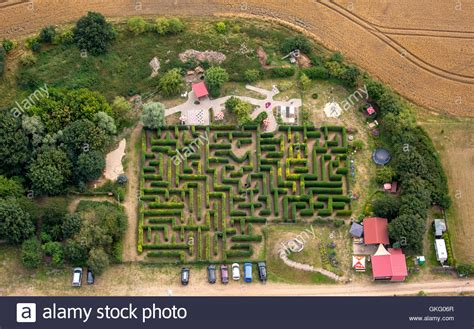 feldscheune bollewick labyrinth aerial view stockfotos labyrinth aerial view