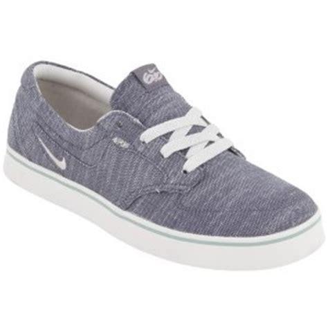 nike 6 0 braata s skate shoes grey bone