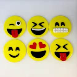 emoji inspired toppers cupcake toppers by kedulcesugardesigns cupcake toppers pinterest