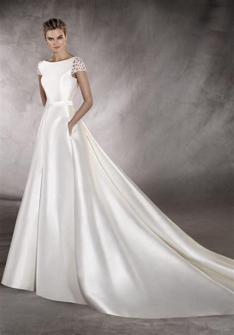 boat dress pronovias 2017 a boat neck wedding dress in a line