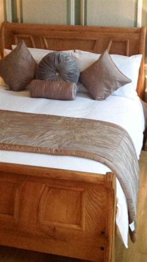 listers bedroom furniture listers rustic oak sleigh bed for the master bedroom