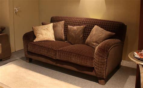 halbrunde sofas im klassischen stil gepolstertes sofa im klassischen stil vollst 228 ndig