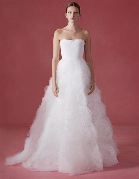 See Oscar De La Renta S Fall 2016 Wedding Dress Collection