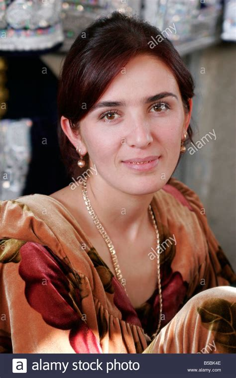 women uzbek stock photos women uzbek stock images alamy beautiful uzbek woman with golden teeth urgut market