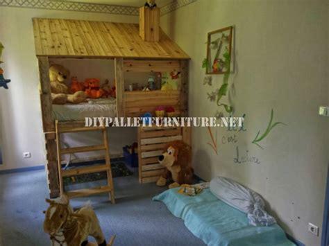 chambre enfant palette cabane construite avec des palettes pour une chambre d