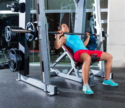 simple bench press watchfit 3 simple but effective chest exercises for women
