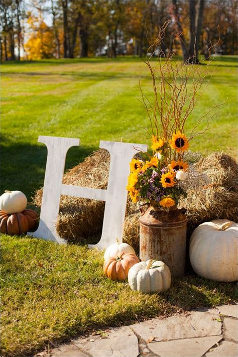 Autumn Wedding Reception Ideas by 25 Chic Rustic Hay Bale Decoration Ideas For Country Weddings