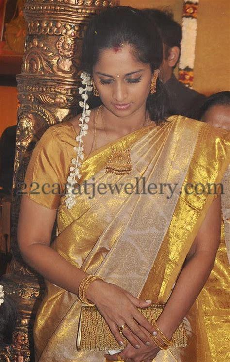 shalini ajith simple set  bangles jewellery designs