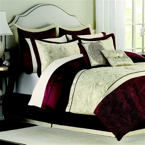 Beige And Burgundy Bedroom by How The Rich Burgundy Mixes With The Beige On