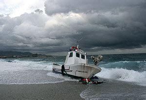 un barco pesquero ha conseguido 9100 mueren en almer 237 a tres pescadores al volcar su barco y
