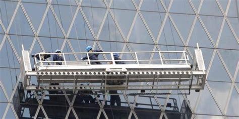 Gondola Pembersih Kaca pekerja pembersih kaca terjatuh dari lantai 8