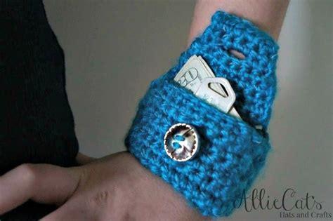 crochet pattern wrist purse reflective wrist pouch free crochet pattern cre8tion crochet