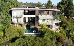 ashton kutcher house mila kunis and ashton kutcher s new love nest is one of