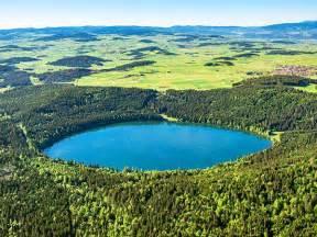 le lac du bouchet patrimoine culturel cayres auvergne