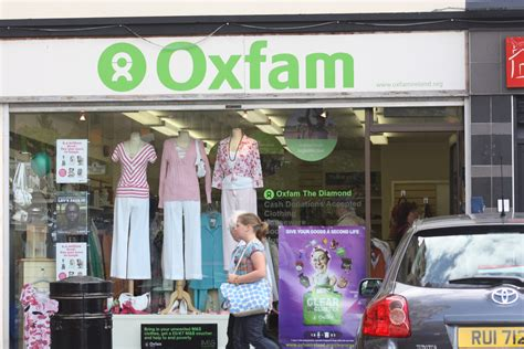 Oxfam Ireland Fair Trade Shop by File Oxfam Shop Derry August 2009 Jpg Wikimedia Commons